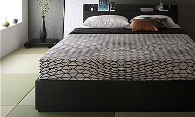 和モダンな黒いベッド