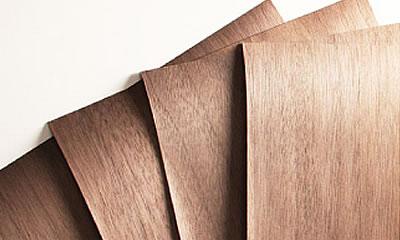 天然木の突板のナチュラルなベッド