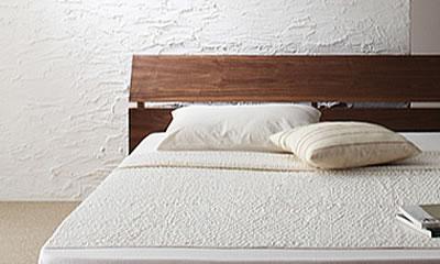 すっきりとした直線のベッド