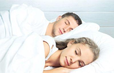 2台のベッドで寝る