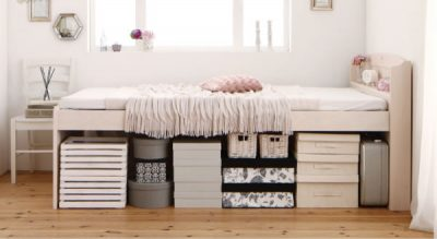高いベッドの下の収納