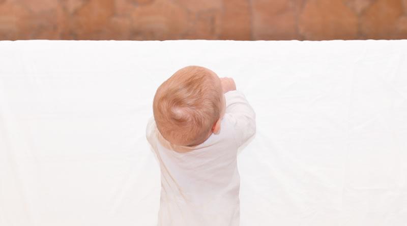 赤ちゃんの転落防止