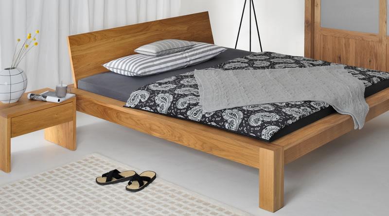 ベッドのきしみ