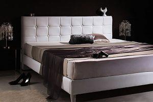 高級感あふれるレザーベッド