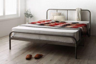 脚付きのベッド