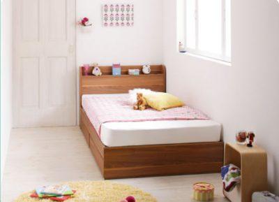 セミシングルベッドとドア