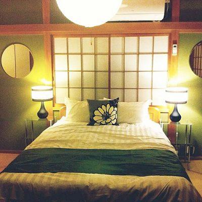 障子のある和室とベッド