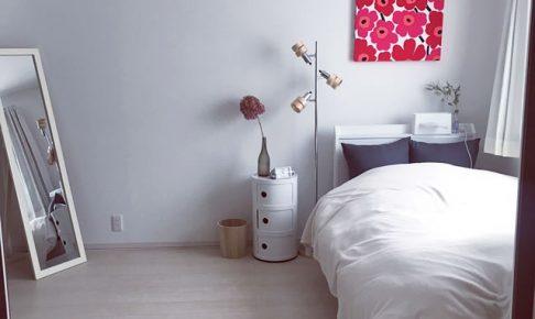 白いベッドとコンポニビリ